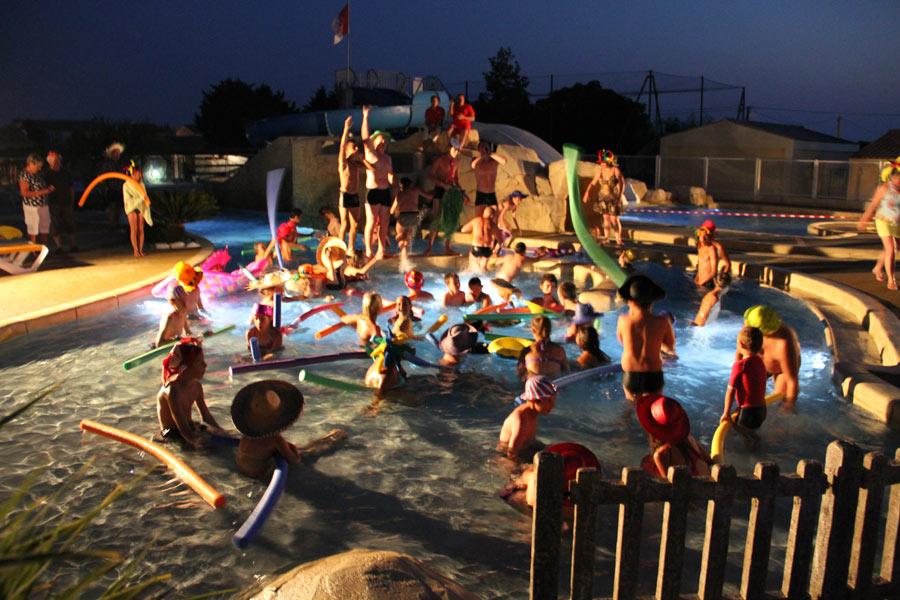 soirée dans la piscine