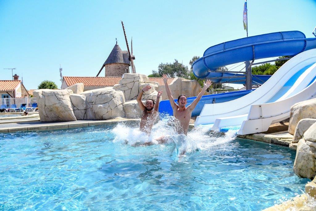 piscine et toboggans
