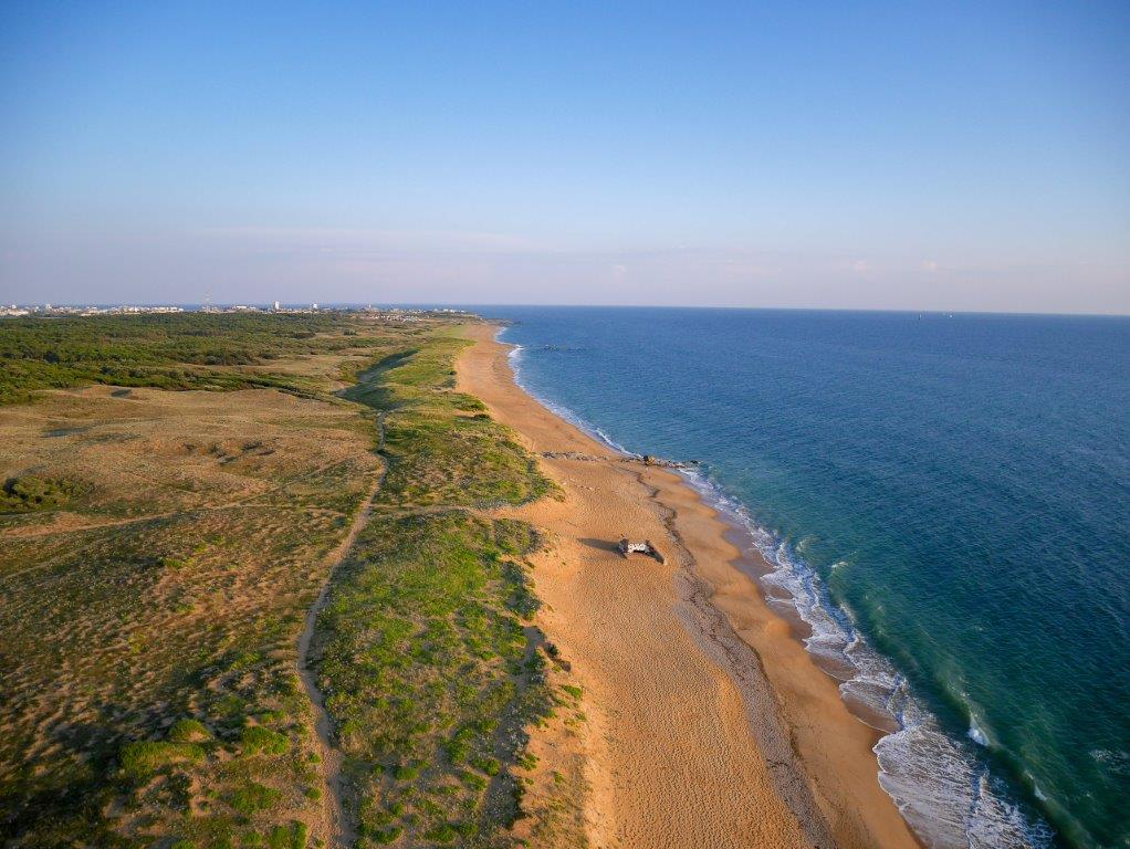 vue aerienne plage proche camping