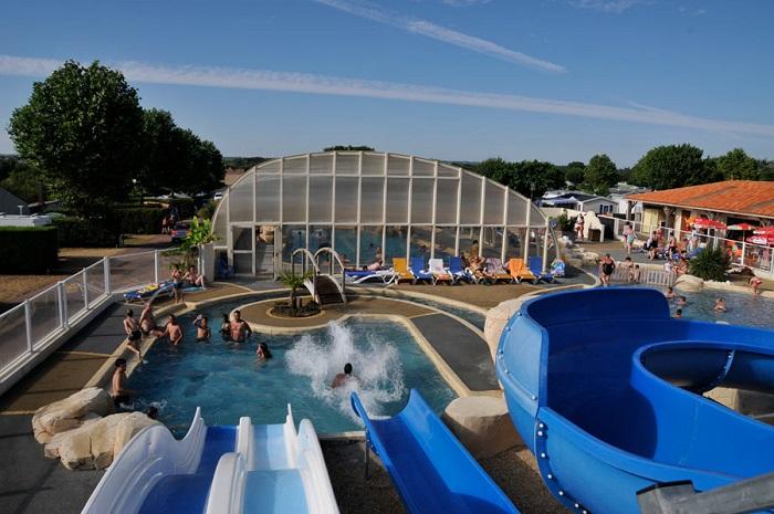 piscine du camping avec toboggans proche les Sables d'Olonne