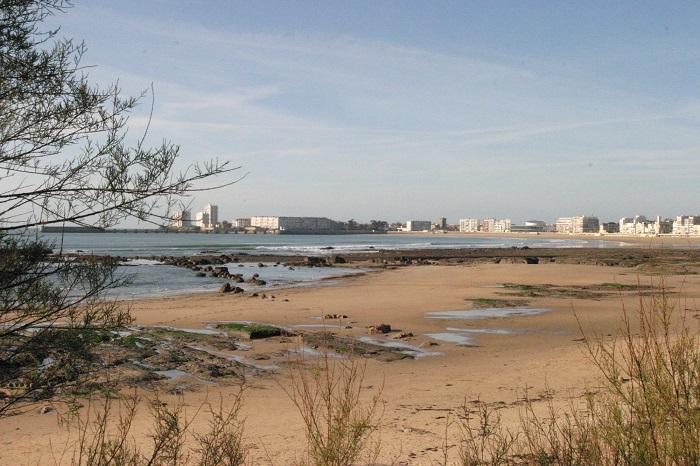 plage des sables d'Olonne proche du camping avec parc aquatique